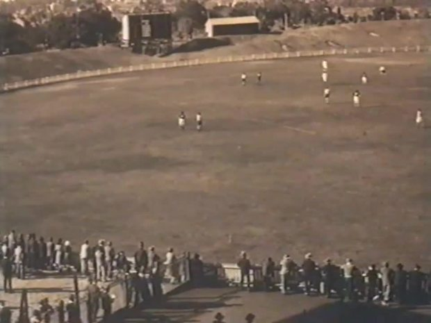 Lakes Oval 1920s during a South Melbourne intra club game.