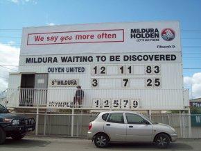 City Oval, Mildura. Progress scores in reserves preliminary final.